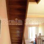 σκάλα ίσια δρύινη βαμμένη
