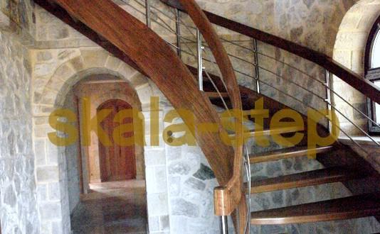 ξύλινη σκάλα εσωτερικού χώρου